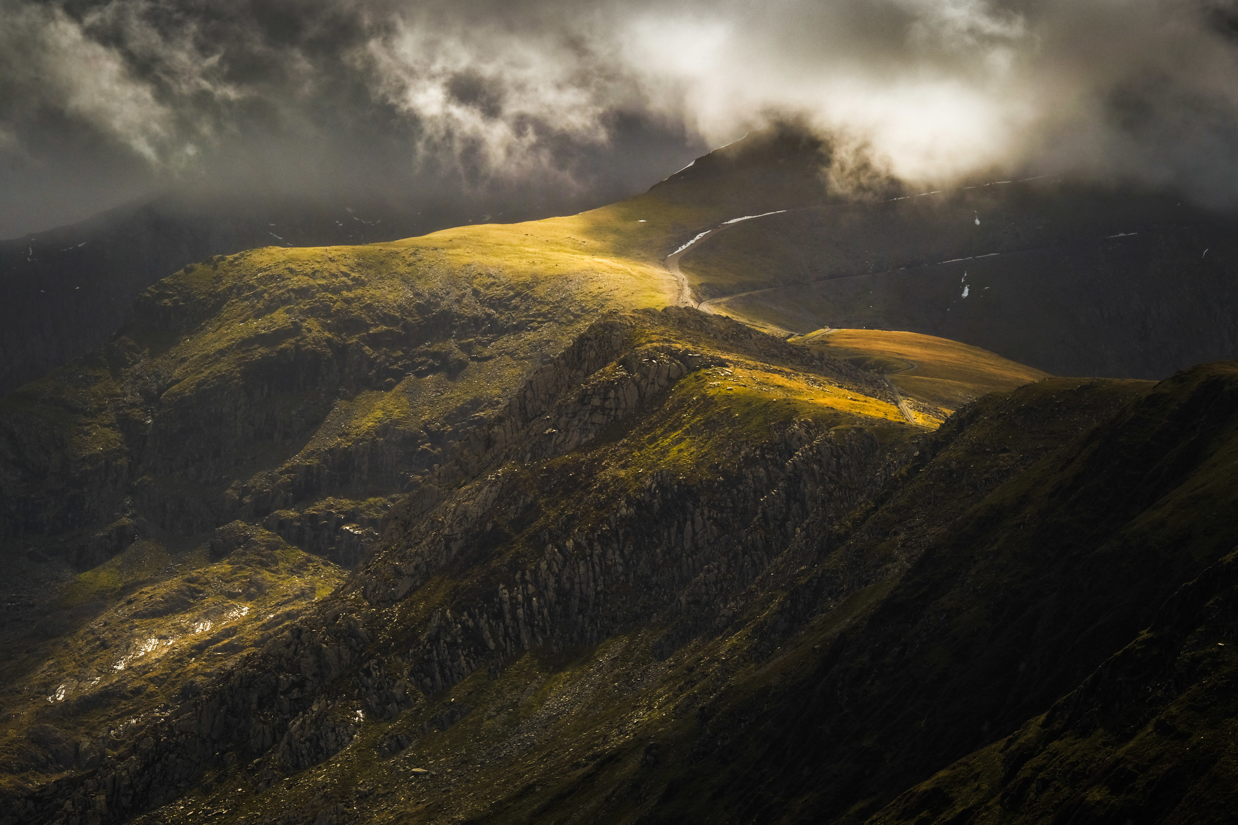 Light over Snowdon. Fujifilm X-T2 + 50-140mm f/2.8 @ 140mm. f/16. 1/70. ISO 200.