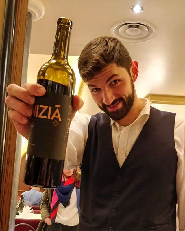 Had a wonderful dinner recently at Le Petit Sommelier, with a surprise bottle of Clos Signadore's Inizia from sommelier Pierre Villa Palleja