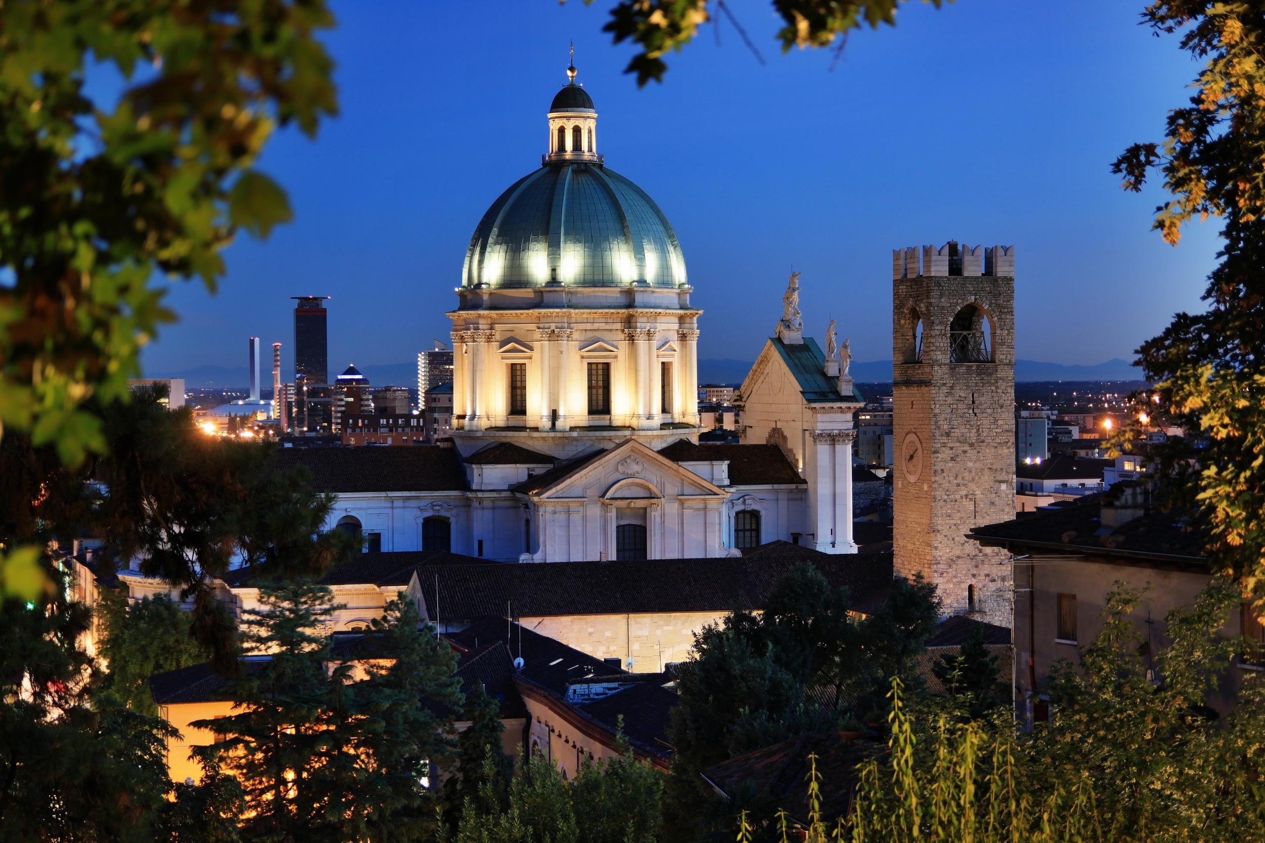 Brescia_-_Duomo_Nuovo_visto_dal_castello.jpg