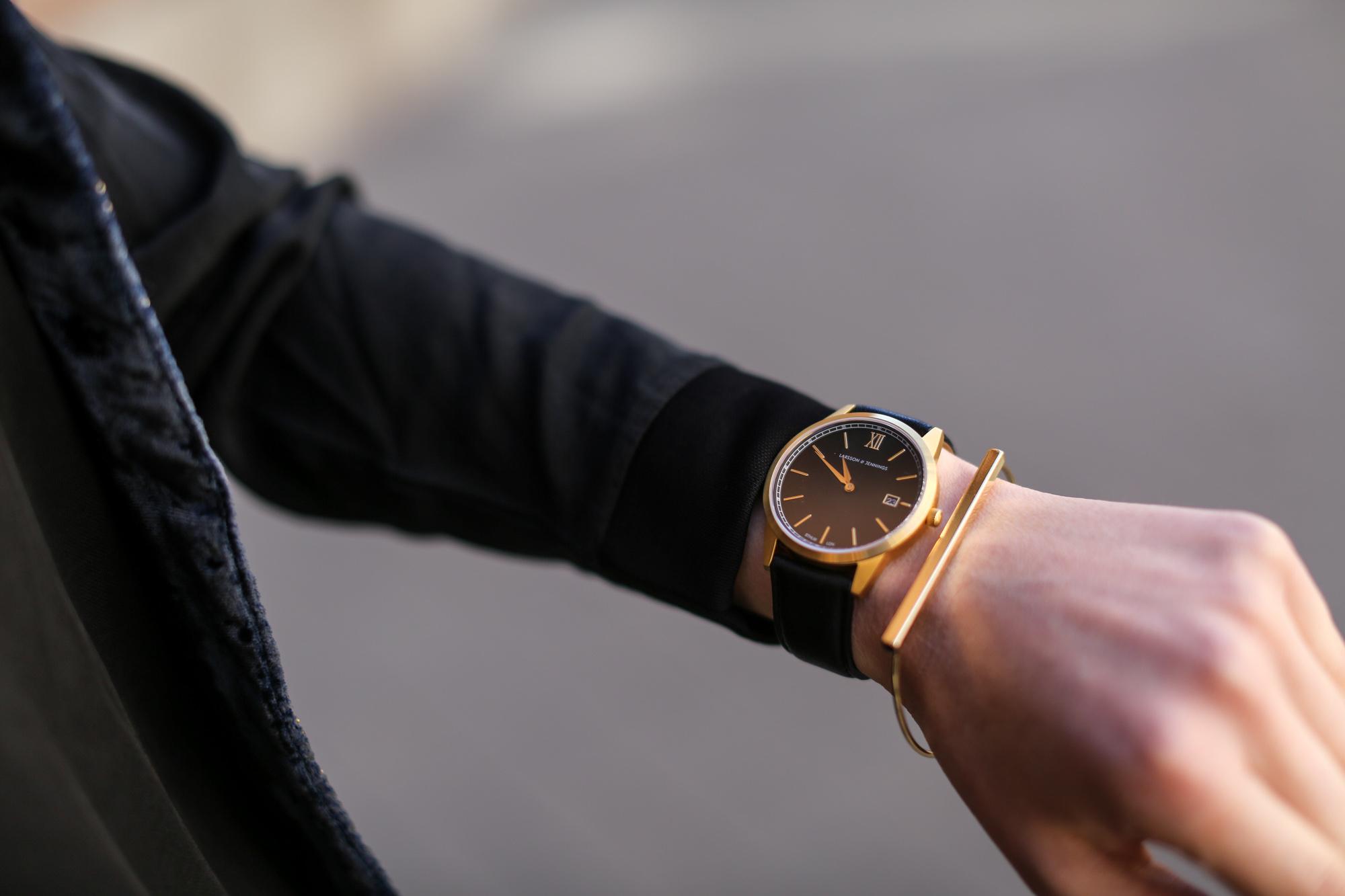 Clochet-streetstyle-zara-black-flared-jeans-boho-vest-larssonandjennins-saxon-Masha Shapiro Agency.jpg
