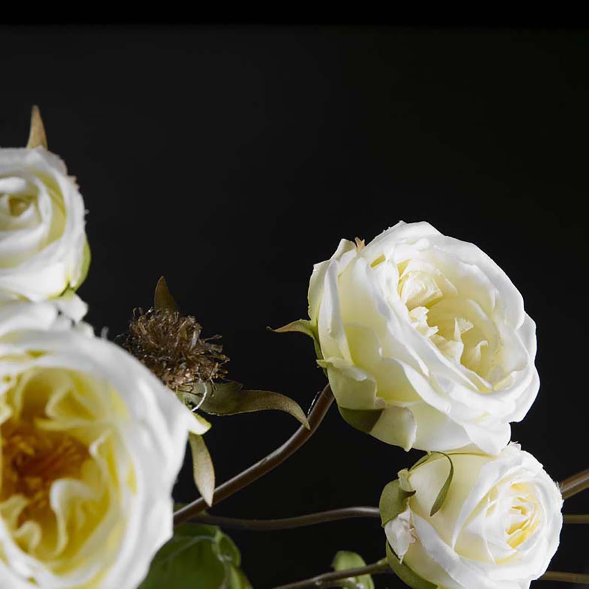 Faux flowers detail by VG New Trend - Masha Shapiro Agency.jpg