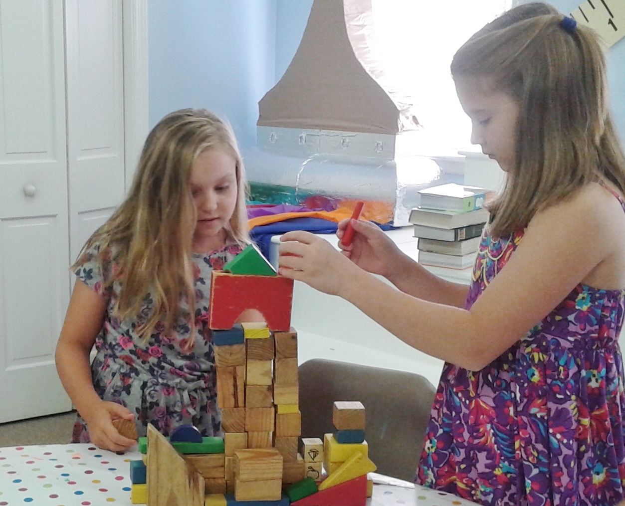 Charlotte and EllieLegette are working on their tower.