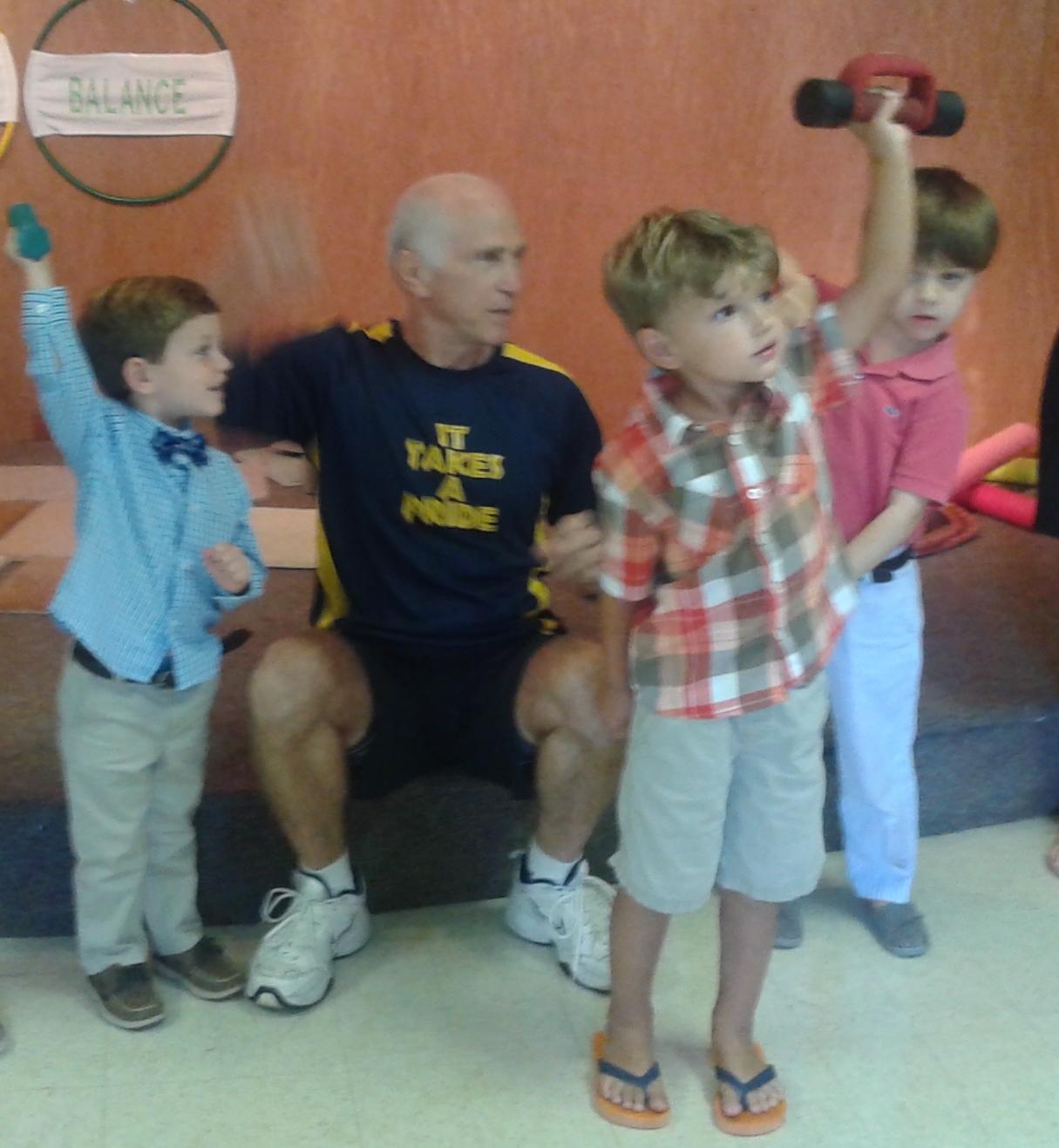 Preschoolers lift weights.