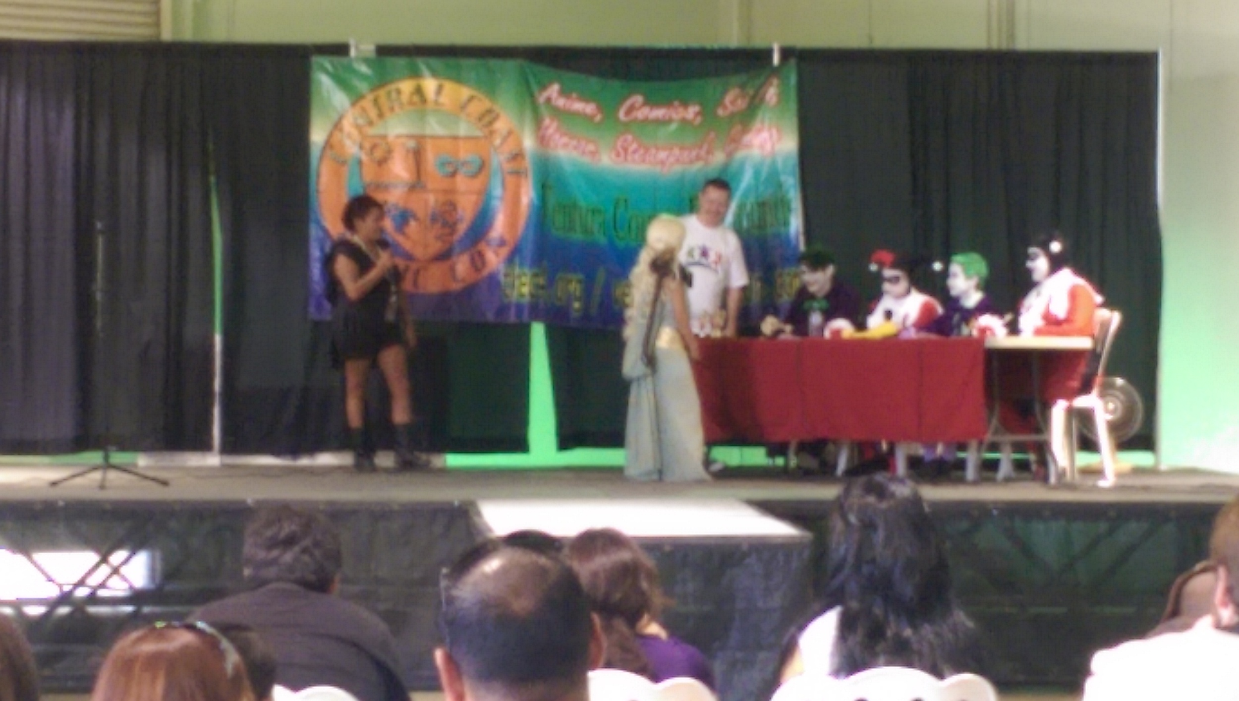A tiny Daenerys meeting with the judges in the kids cosplay competition
