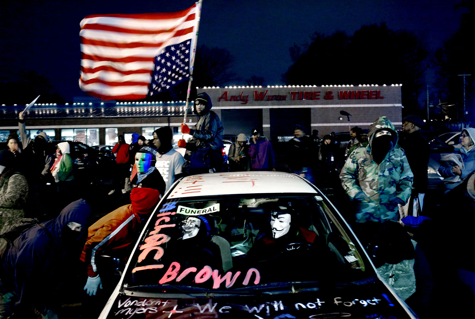 November 2014: They are waiting for the decision of the grand jury whether police officer  Darren Wilson will be prosecuted for having shot and killed Michael Brown.