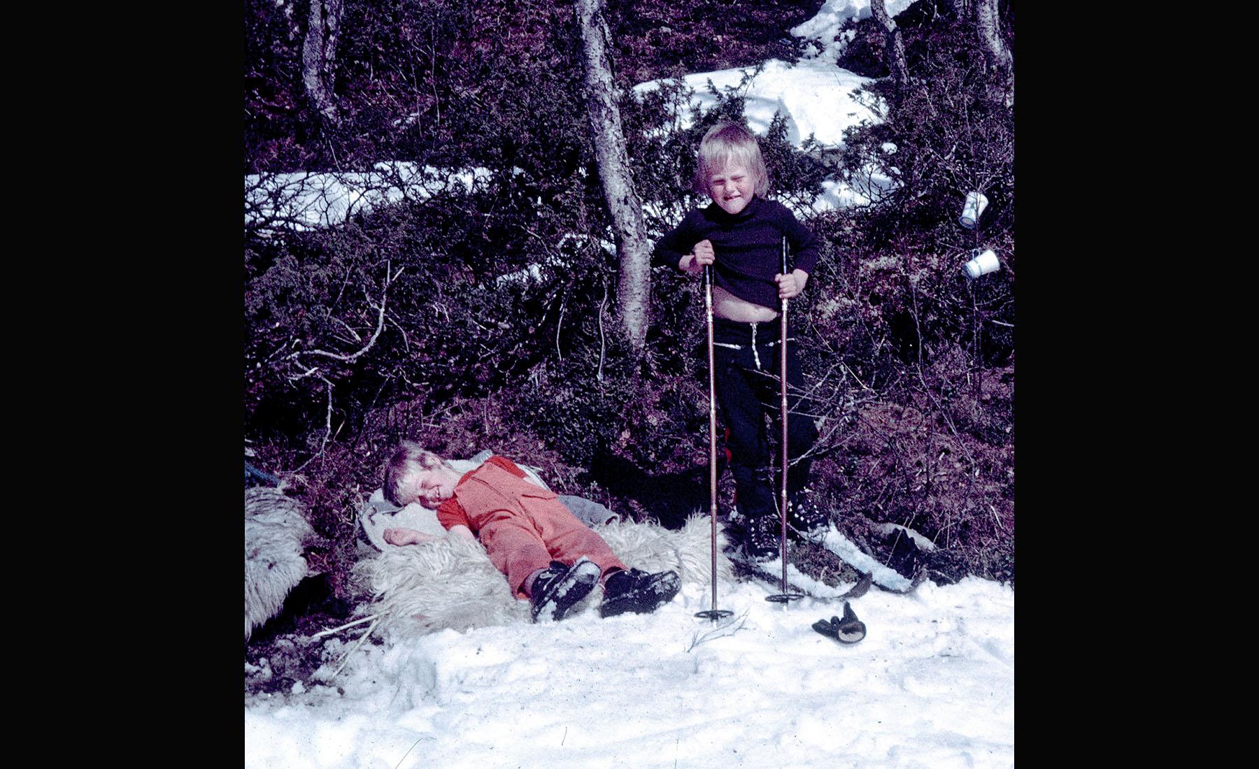 Jag (till höger) och min lillebror Johnny i Fjällnäs i början av 70-talet, innan vi hade börjat åka slalom.