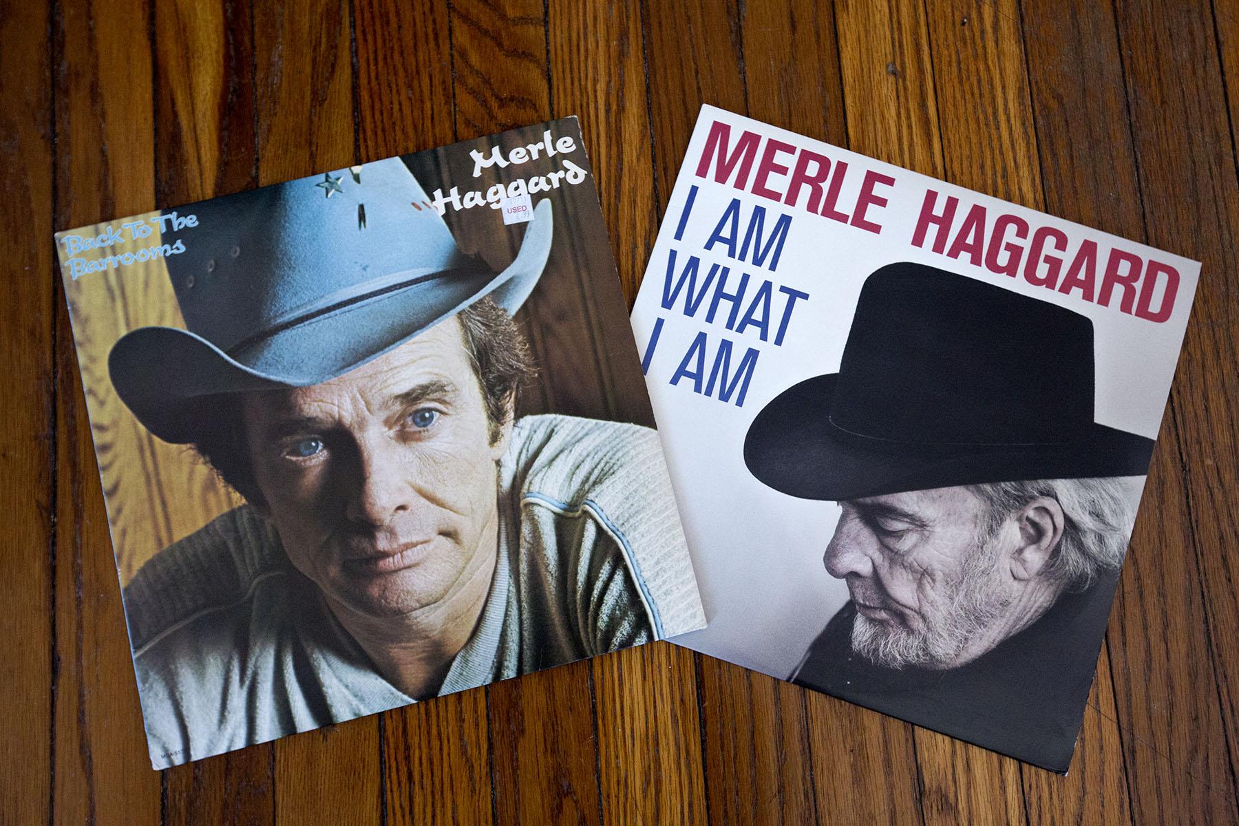 Två av mina favoritskivor av Merle Haggard: Back To The Barrooms från 1980 och I Am What I Am från 2010.