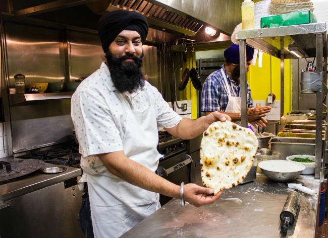 angara-restaurant-chef-making-naan