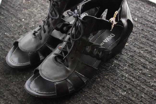 black-sneaker-sandals.jpg
