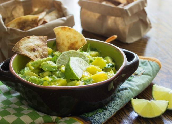 skinny-mango-dip-with-baked-cinnamon-tortilla-chips