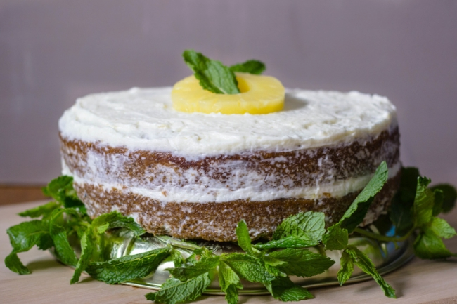 mint-pineapple-cake-with-mascarpone-frosting