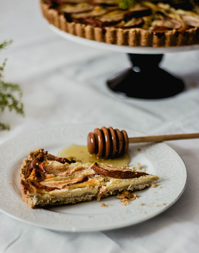 Honey pear tart in oat crust and pastry cream {gluten free} | fit for the soul