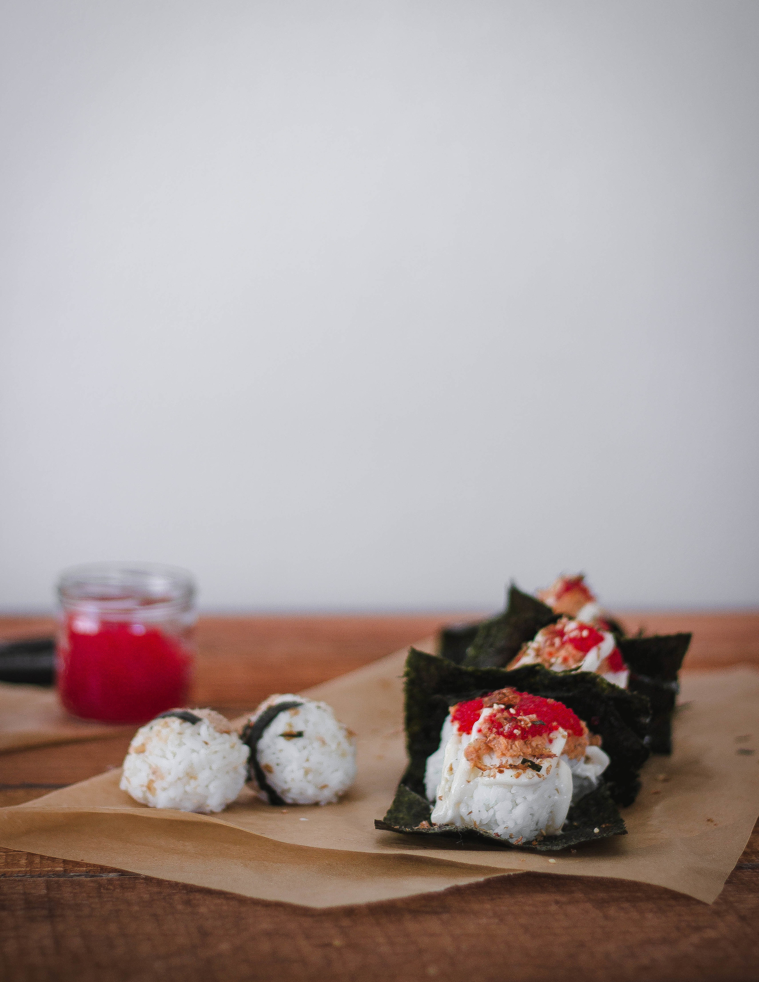 Super easy spicy salmon onigiri or omusubi recipe on a budget| by fit for the soul