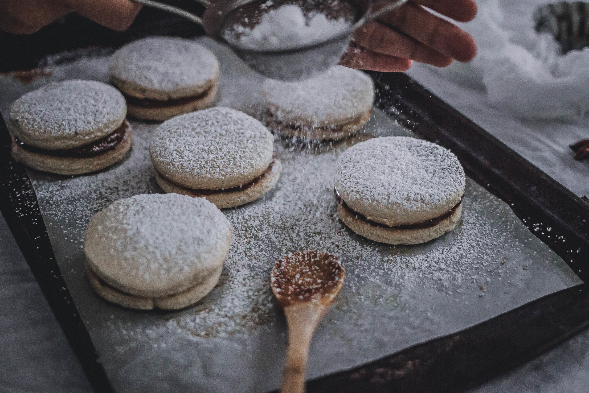 Como hacer y hornear alfajores de maizena-receta | by fit for the soul