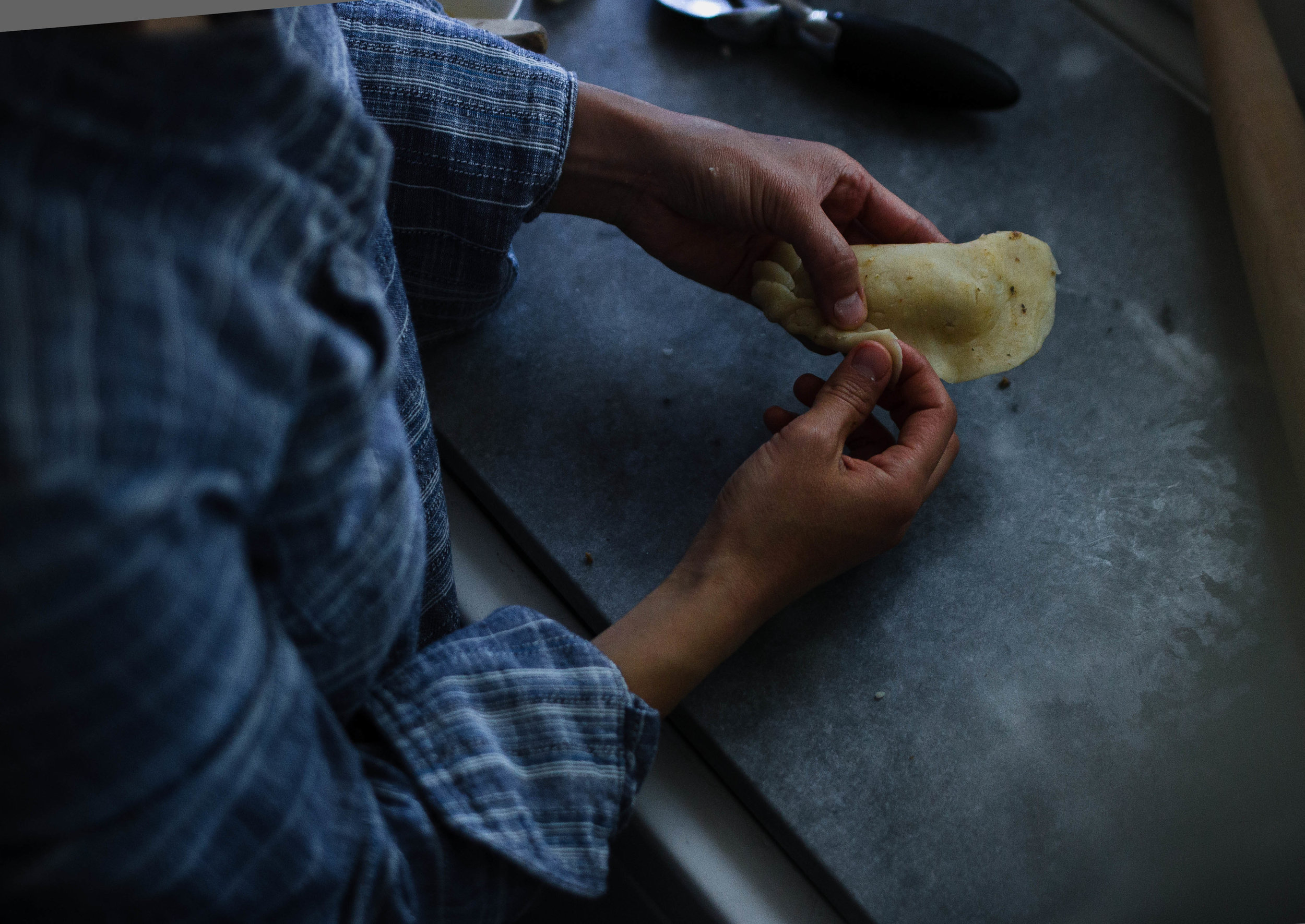 how to make empanadas with the repulgue method of crimping