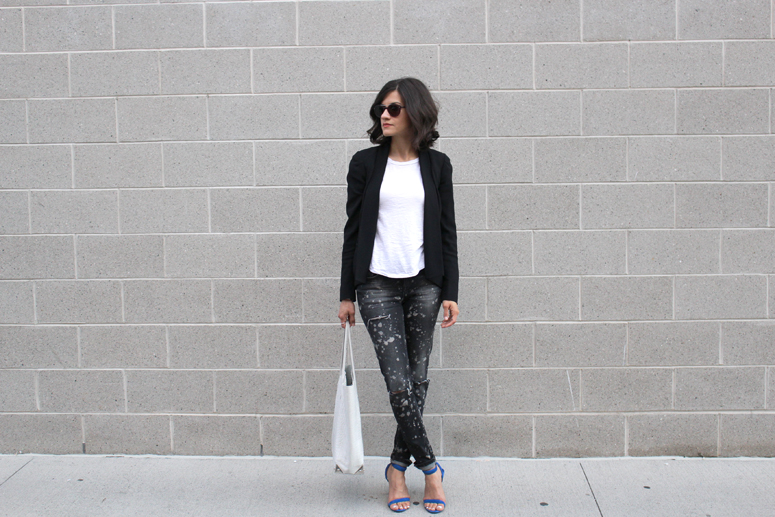 WoahStyle.com | Zara jeans, Alexander Wang white Prisma tote and Antonia heel in royal blue