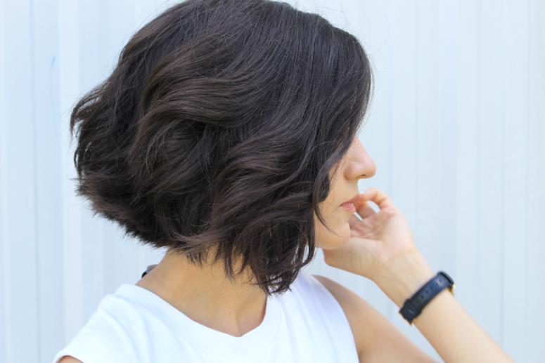 WoahStyle.com | Short wavy blunt hair cut