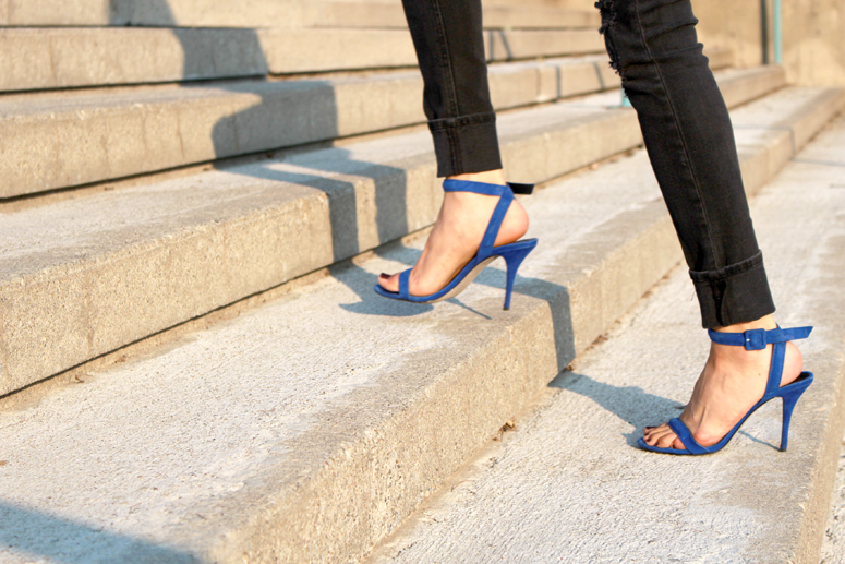 WoahStyle.com | Distressed Rag & Bone jeans and Alexander Wang Antonia sandals in Royal street style