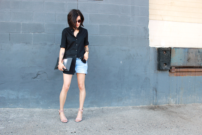 WoahStyle.com | Givenchy Antigona Bambi pouch, nude shark lock sandals, denim shorts and black button up shirt. Street Style