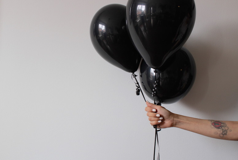 WoahStyle.com | Happy New Year, Black balloons and white nails