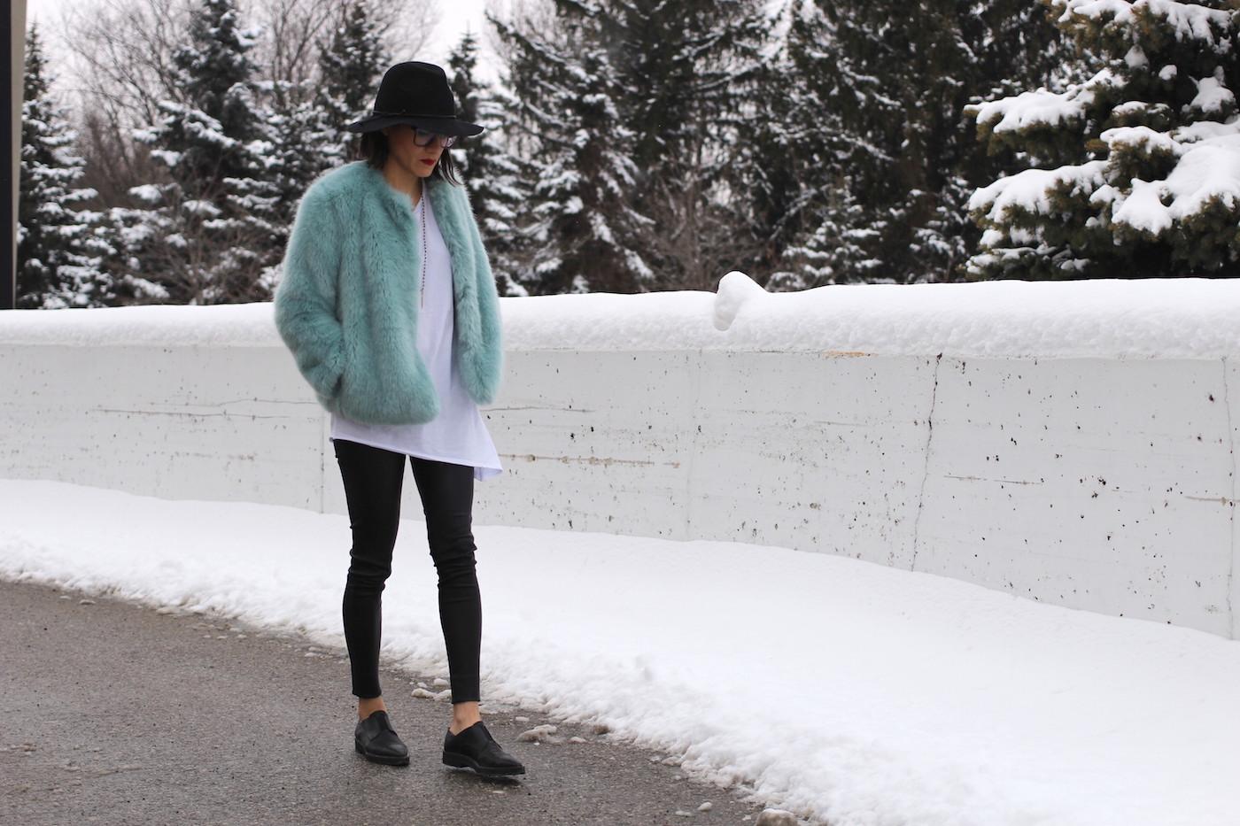 WoahStyle.com | Pastel blue fluff Zara jacket #streetstyle #fauxfur