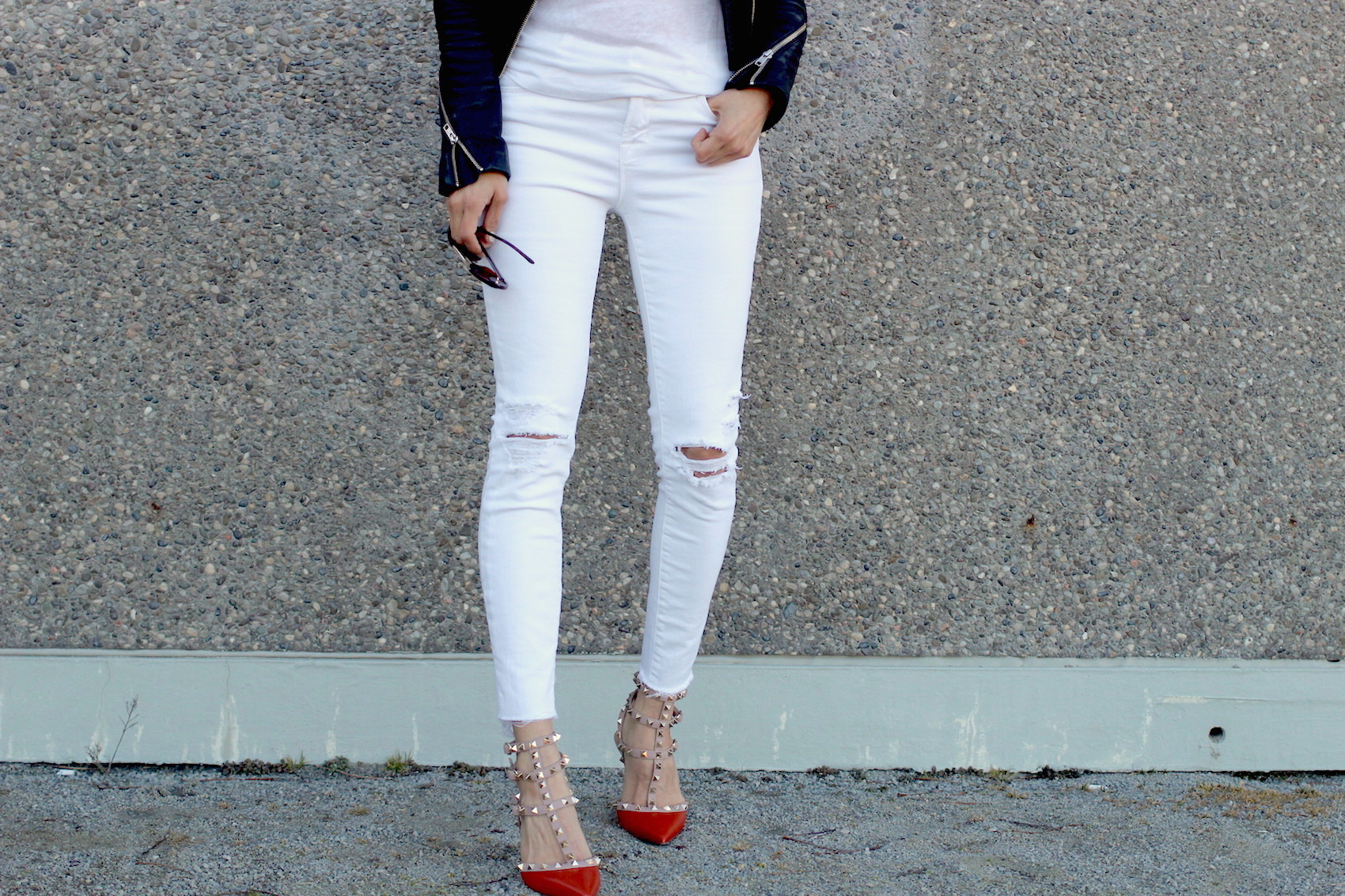 WoahStyle.com | Burnt orange Valentino rockstuds and white jeans
