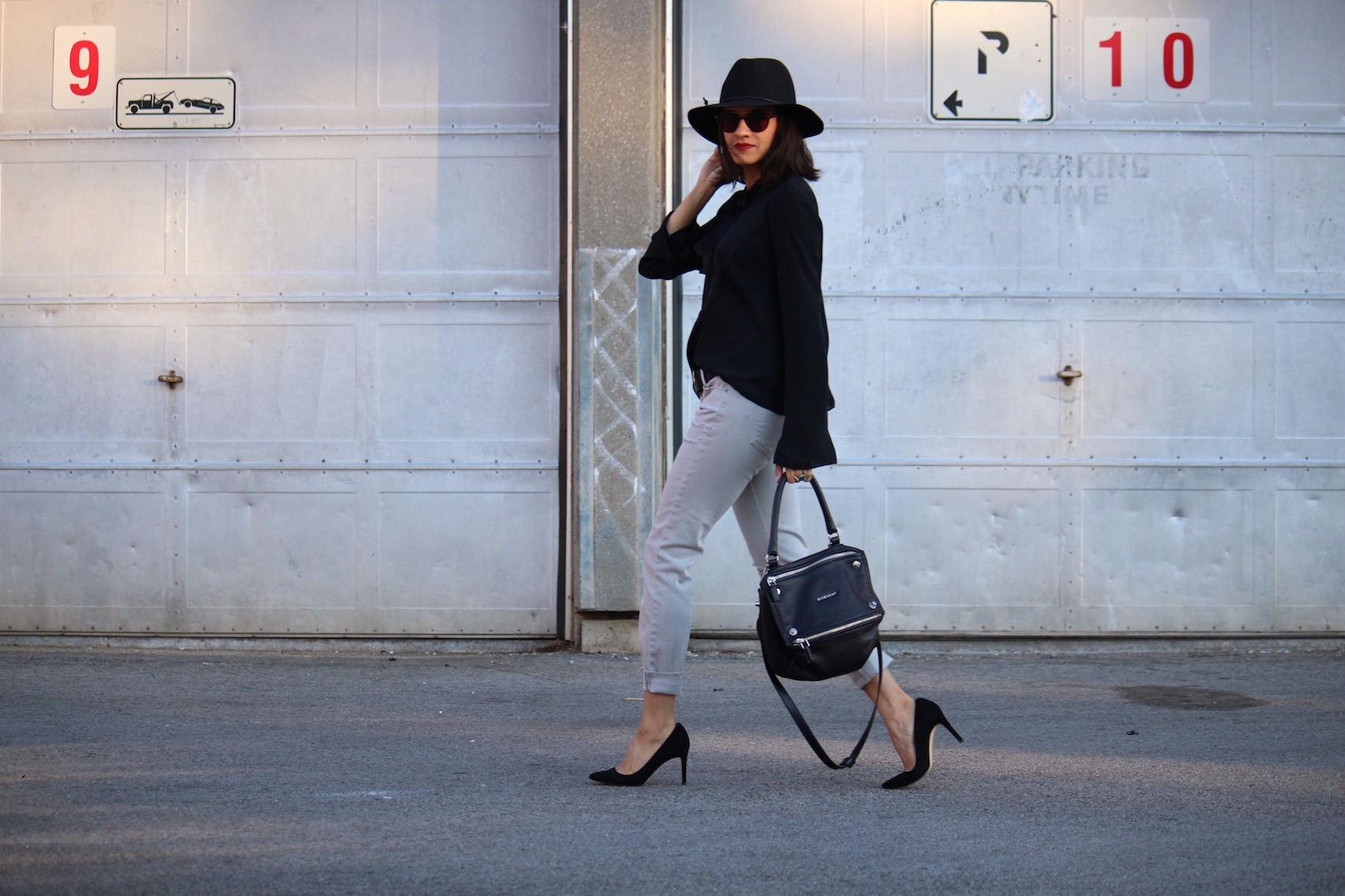 WoahStyle.com_Light grey jeans, black silk top, floppy hat, Givenchy Small black Pandora, black suede pumps, fall fashion 70s #streetstyle_street style_7706.jpg