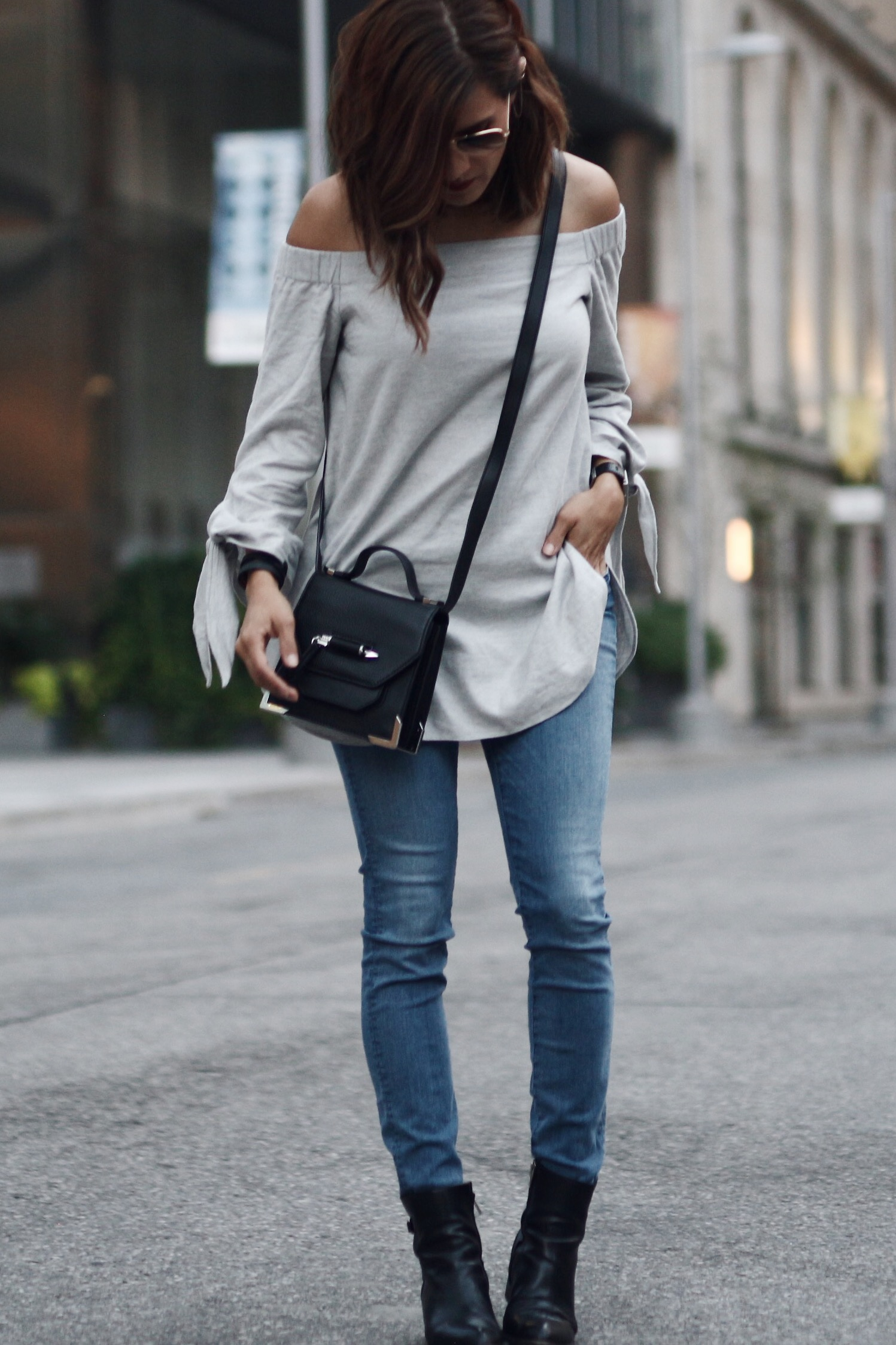 THE MOST FLATTERING FALL TREND YOU NEED TO TRY FEAT. CLUB MONACO - woahstyle.com_1029.JPG