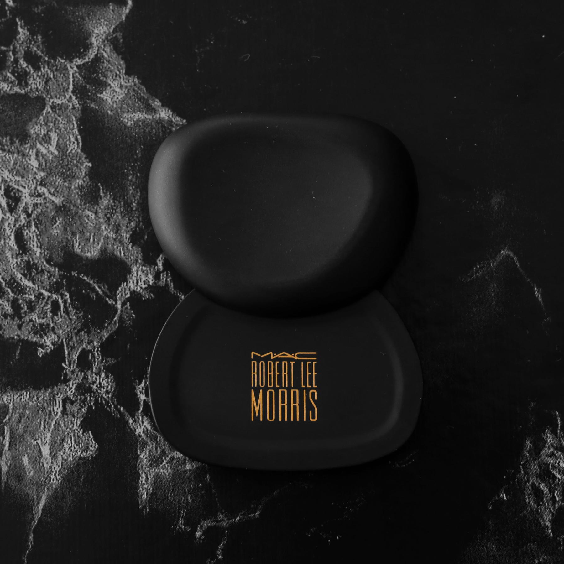 MAC x Robert Lee Morris makeup collection 2017 - limited edition pebble compact - beauty_5531.jpg