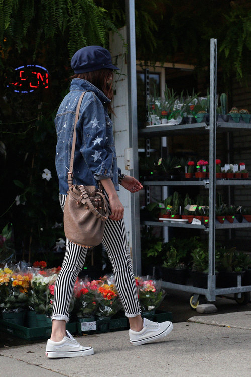 striped jeans street style, denim jacket, VANS sneakers, DIY.jpg