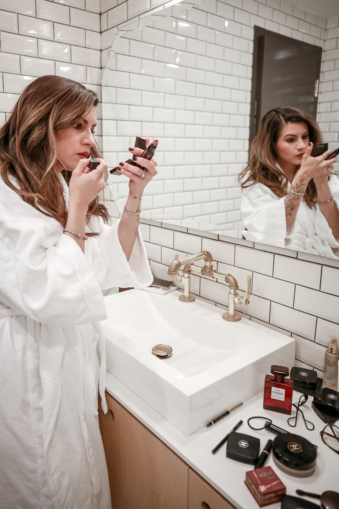 Nathalie Martin getting ready at the Anndore House Hotel in Toronto, woahstyle.com_3750.jpg