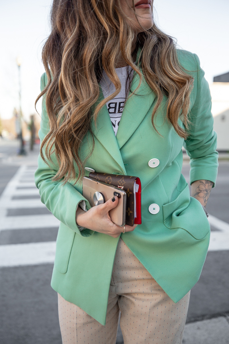 Nathalie Martin, Balenciaga Mode logo t-shirt, Sandro green blazer, beige pants with wide cuff, street style, woahstyle.com_8519.jpg