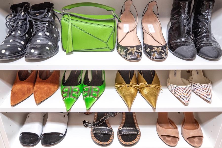 nathalie martin green mini loewe bag, valentino star boots, balenciaga green bb mules, gold knife mules - blogger closet - woahstyle.com.jpg