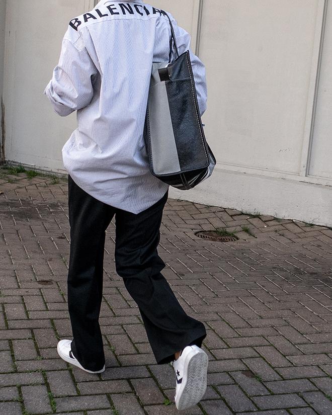 nathalie martin, balenciaga logo shirt, black wool pants, white converse one star sneakers, balenciaga medium bazar tote bag grey and black, street style, woahstyle.com_1405.jpg