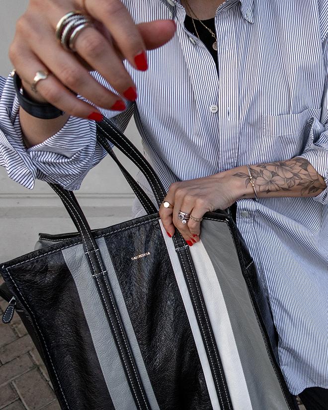 nathalie martin, balenciaga logo shirt, black wool pants, white converse one star sneakers, balenciaga medium bazar tote bag grey and black, street style, woahstyle.com_1358.jpg
