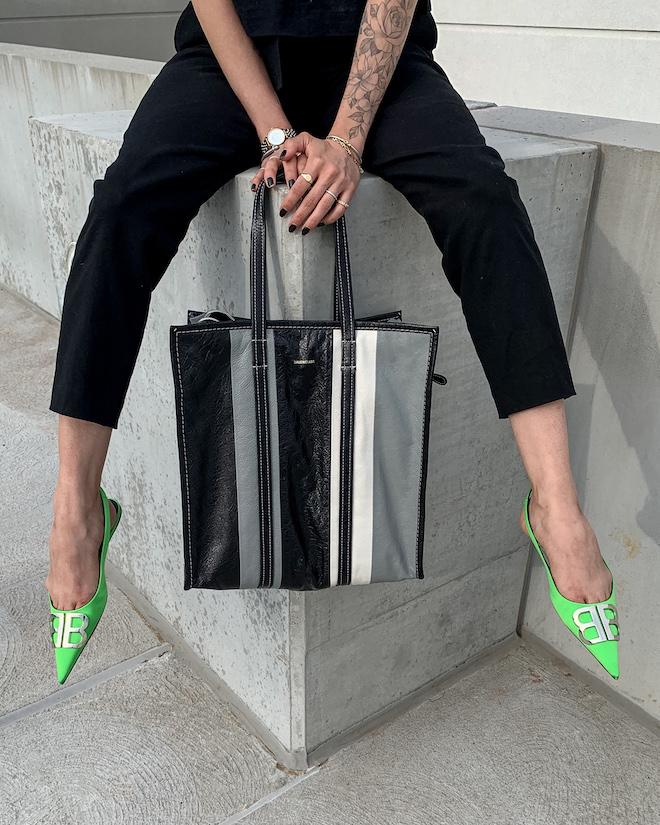 nathalie martin, all black outfit, alc trousers, Balenciaga green florescent flat BB slingback mules, balenciaga medium bazar tote bag grey and black, street style, woahstyle.com_4218.jpg