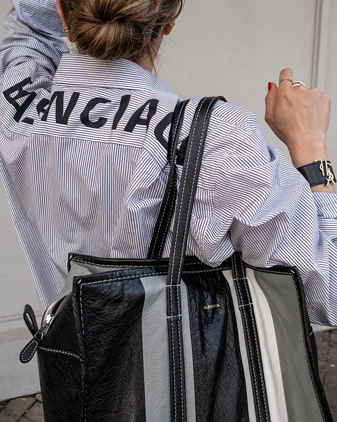 nathalie martin, balenciaga logo shirt, black wool pants, white converse one star sneakers, balenciaga medium bazar tote bag grey and black, street style, woahstyle.com_1367.jpg
