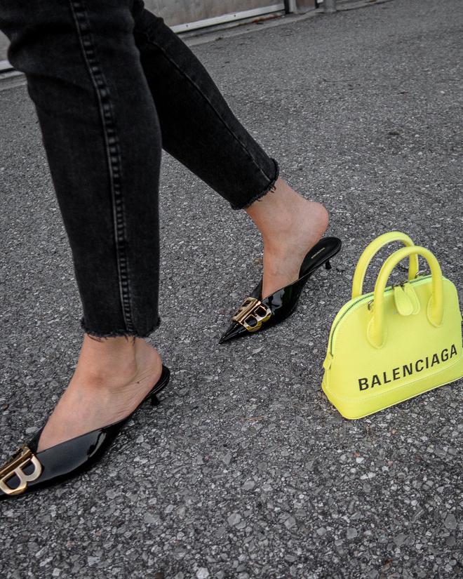 nathalie martin, grey plaid blazer, neon yellow balenciaga xxs ville top handle bag, green satin balenciaga bb mules, street style 2019, woahstyle.com_2408.jpg