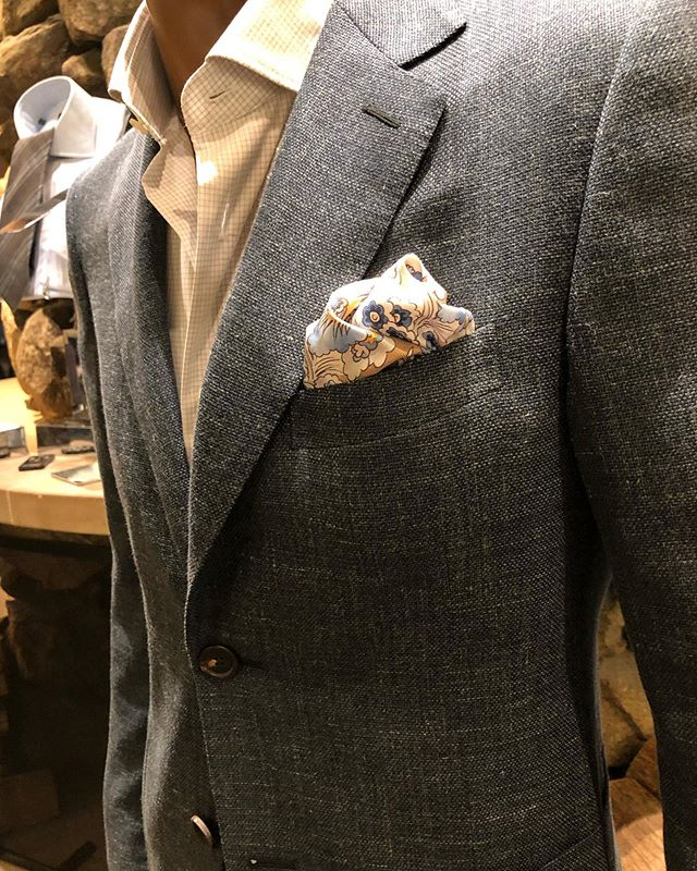 Feeling like a summer Friday ☀️🌞 #finally #pocketsquare #dapperlydone #summercolors #madeinitaly #gq #mensaccessory #handsewn #handcrafted #oneofakind #designlife #boston