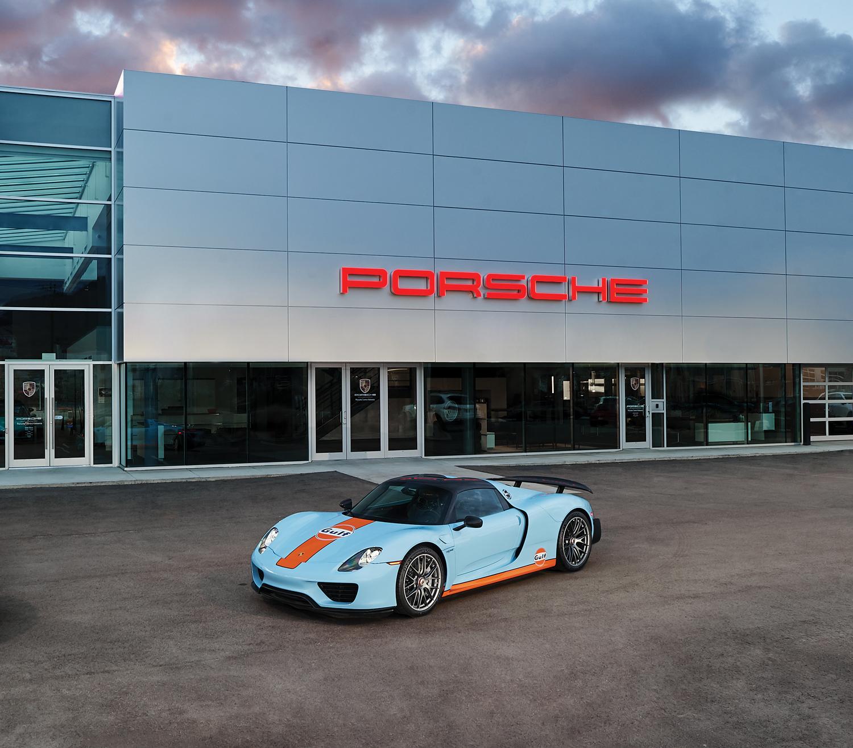 Porsche 918 at Porsche Centre Kelowna.jpg