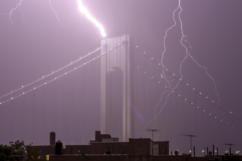 verrazano lightning strike.jp.jpg