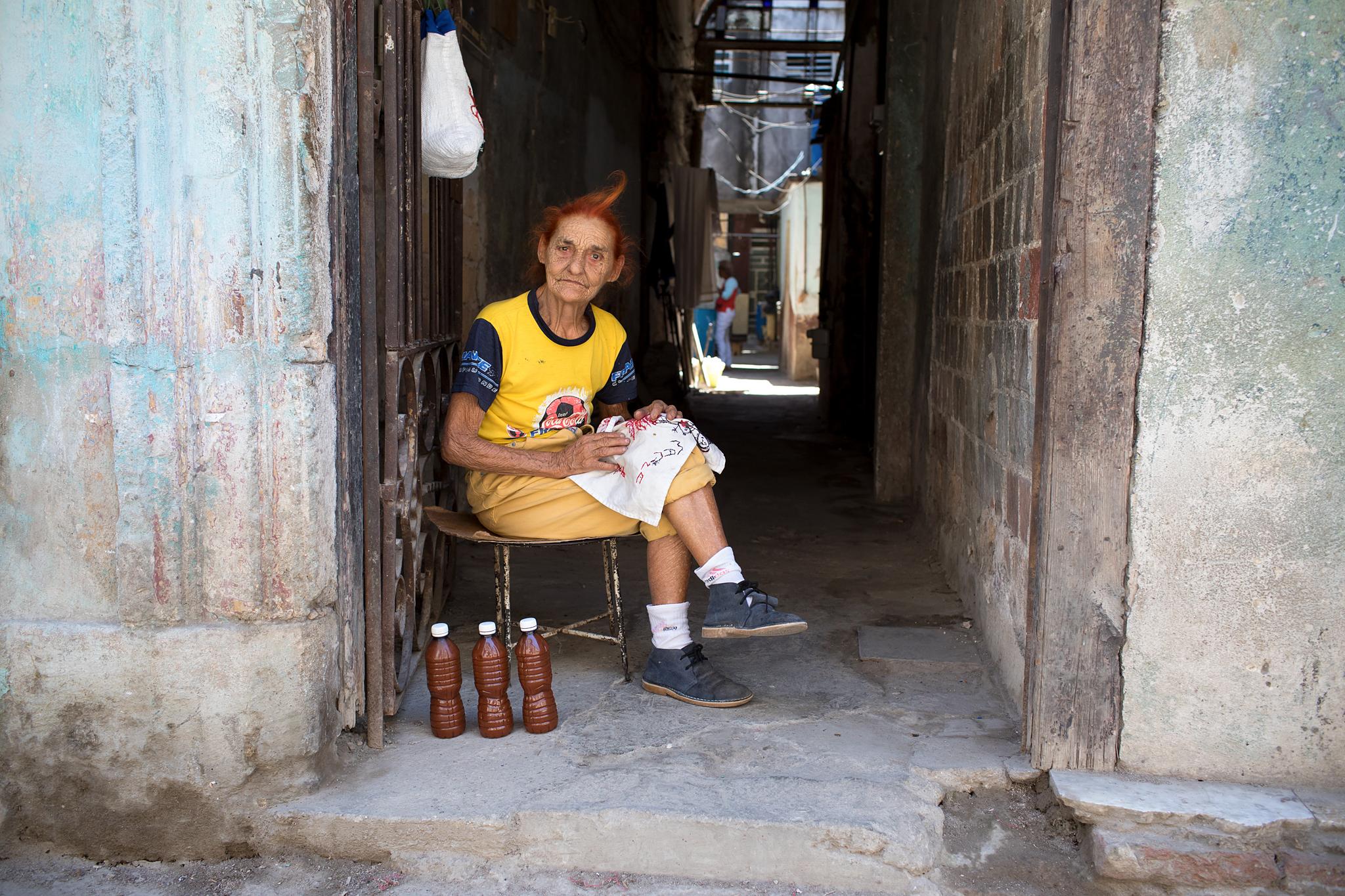 fb.cc.3.28.2017.Woman_In_Doorway.Havana_Cuba_K9A5429.jpg