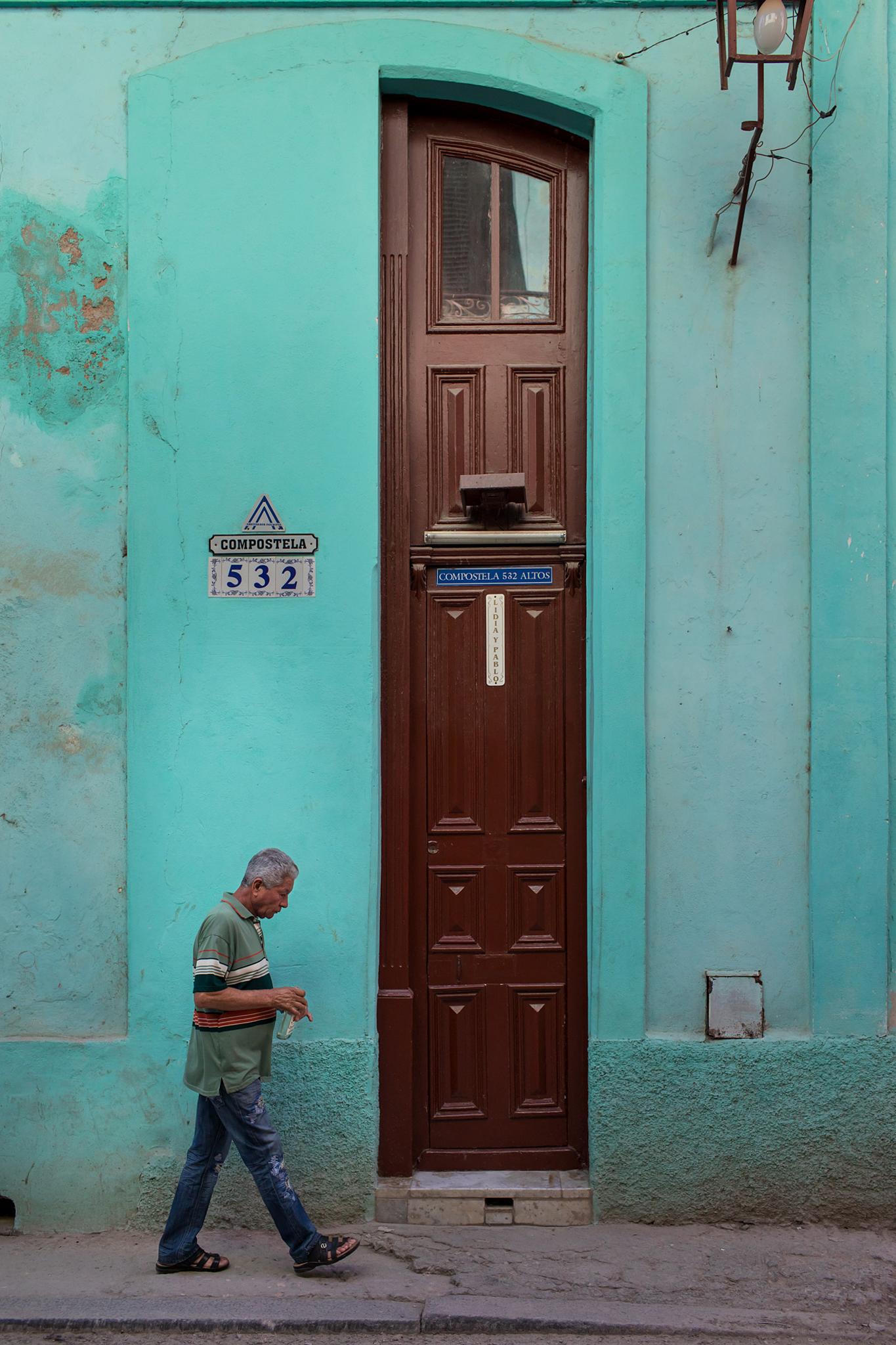 fb.cc.3.29.2017.Tall Door w Man Havana Cuba_K9A5952.jpg