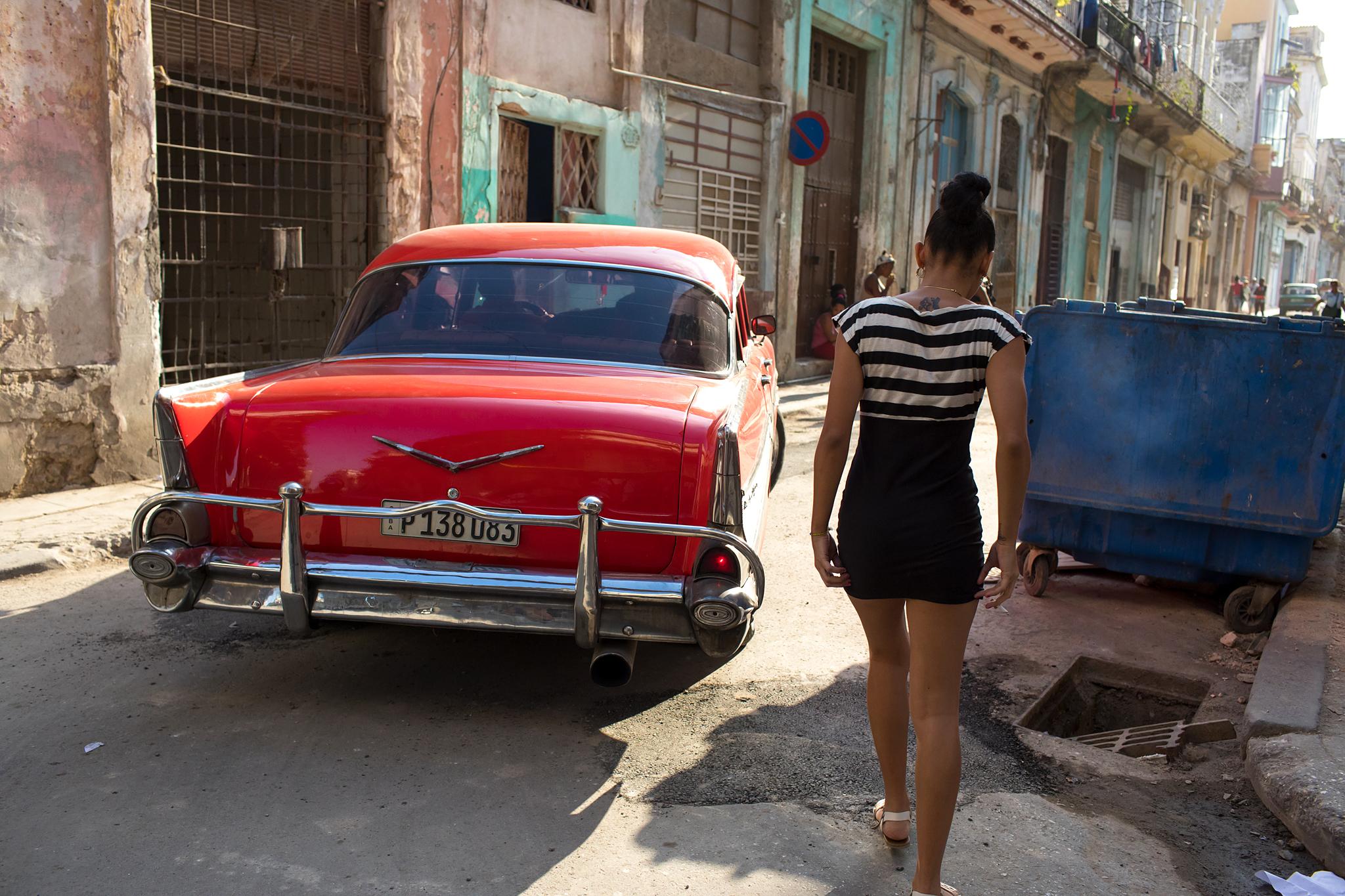 fb.cc.3.29.2017.Vintage Car and Girl.Havana Cuba_K9A6109.jpg