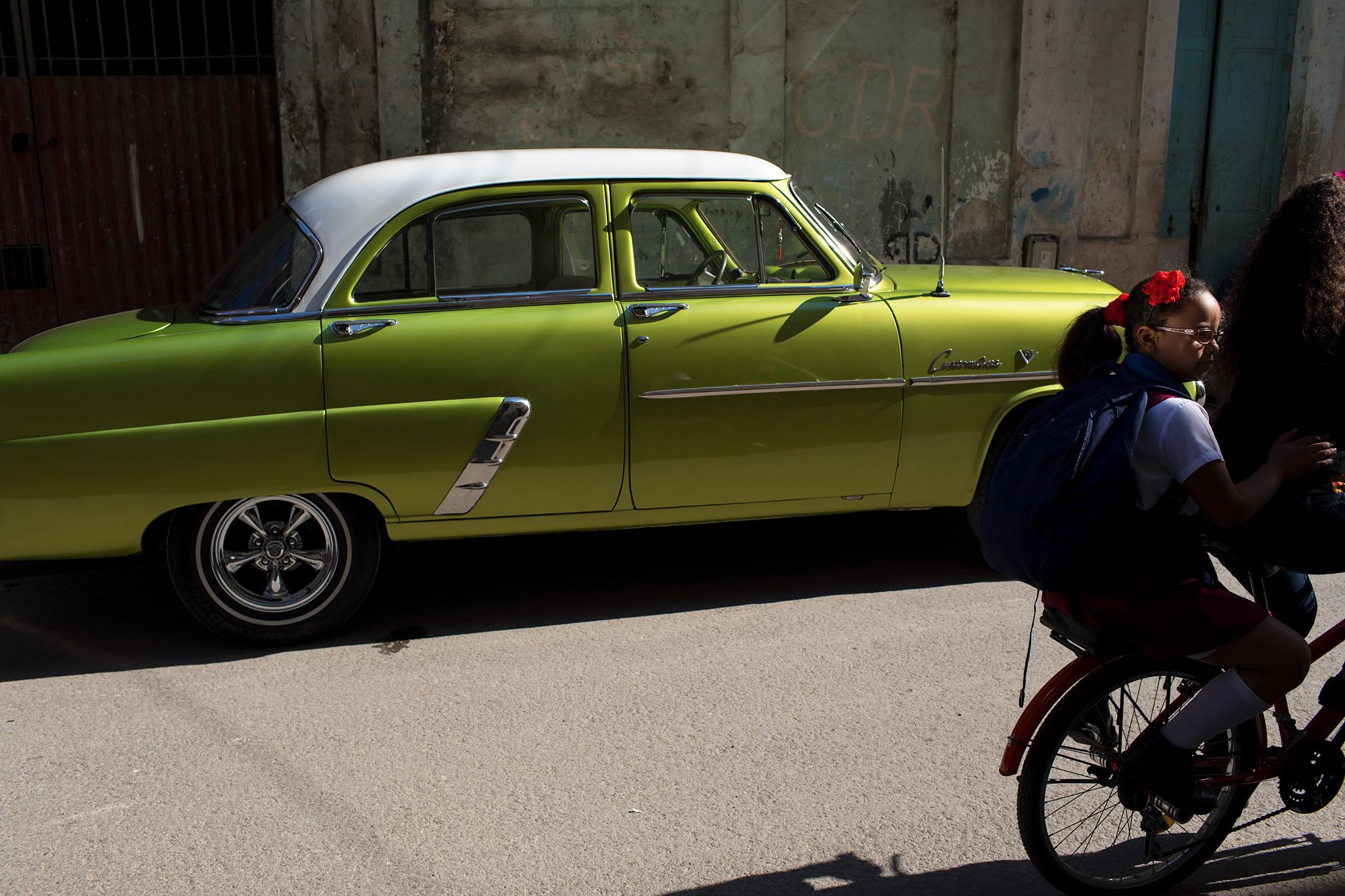 fb.cc.3.29.2017.Vintage Green Car Girl riding Bike_K9A6036.jpg