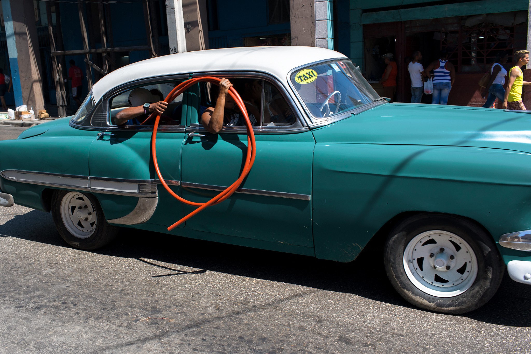 fb.cc.TIGHTCROP.3.28.2017.Vintage Car w Orange Tubing Tube Havana Cuba_K9A5645.jpg