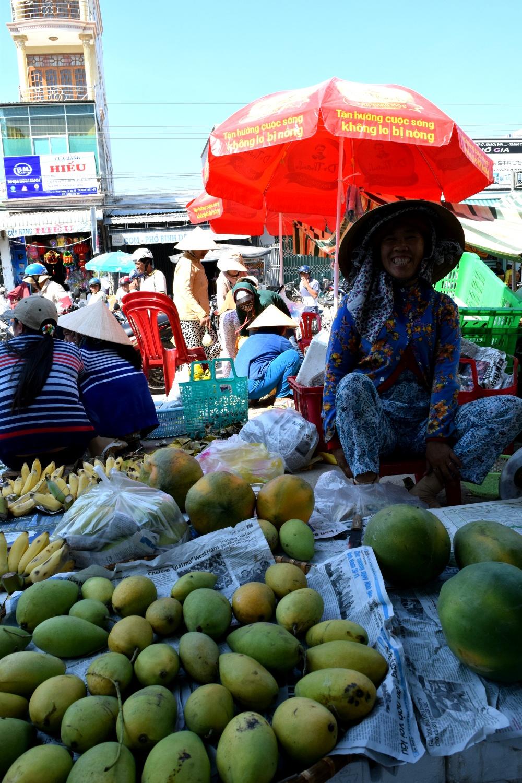 Mango lady somewhere between Saigon and Mui Ne