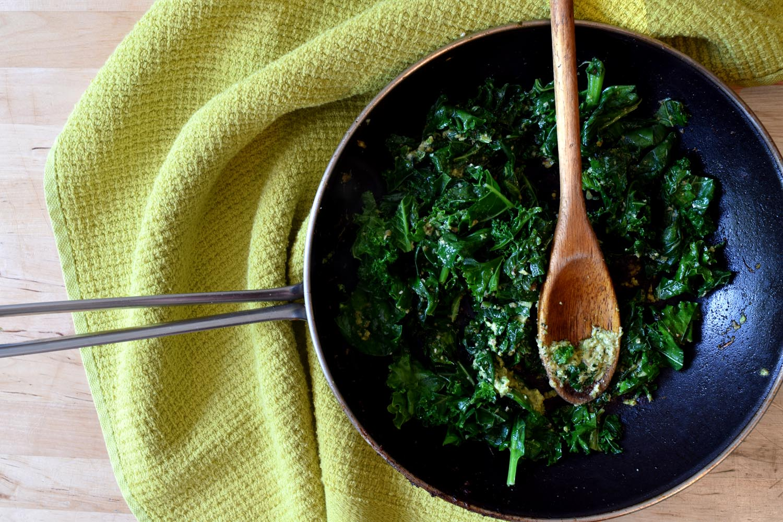 Green vegan vegetarian pesto pasta recipe by Faye Lessler. fayelessler.com