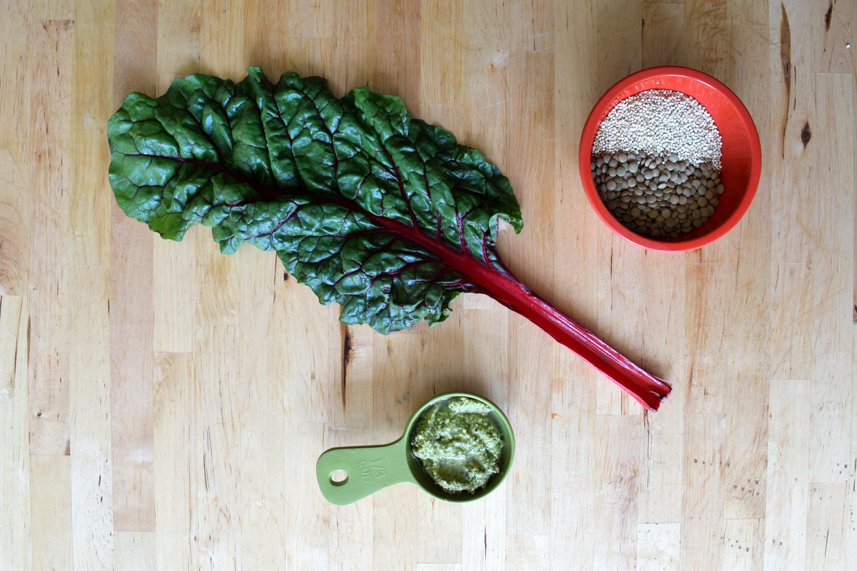 Ingredients for vegan pesto burger recipe by fayelessler.com