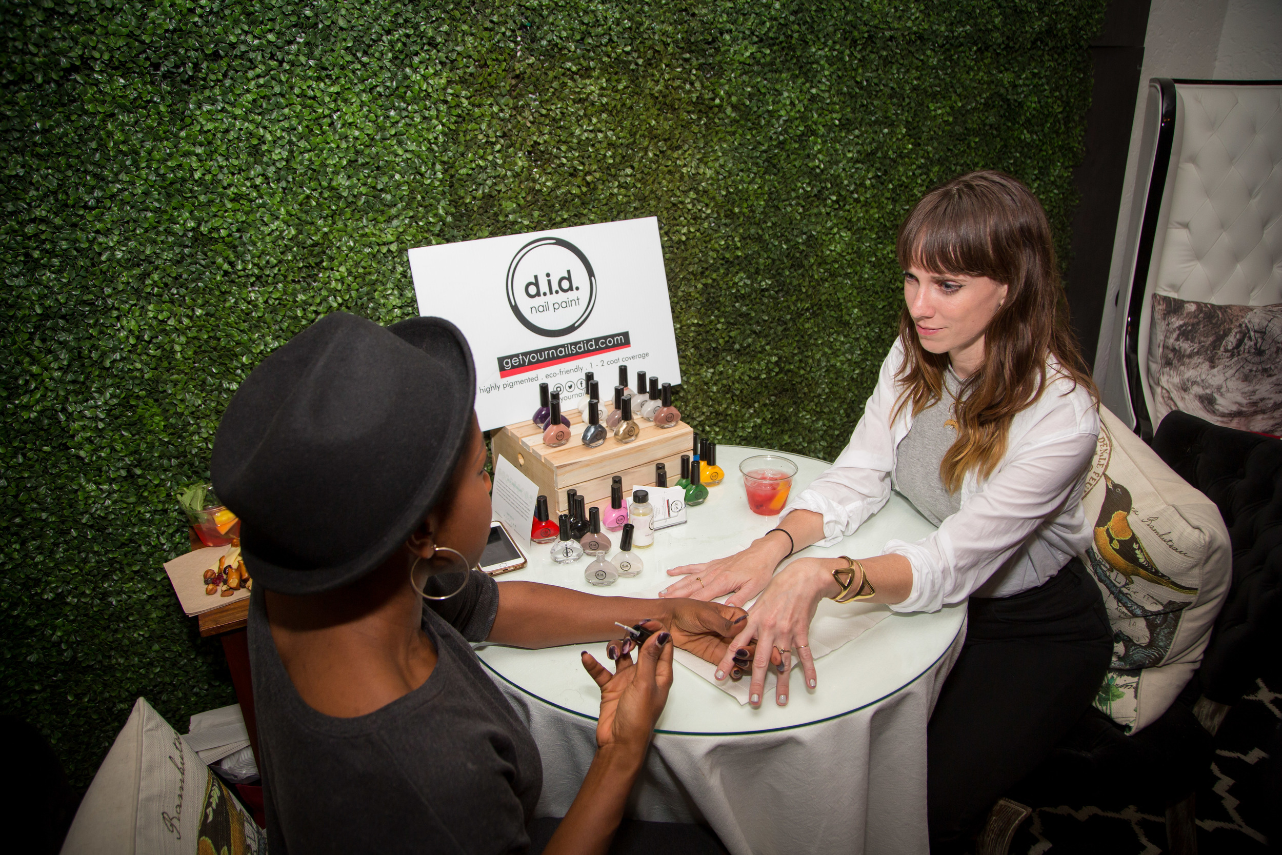 Alden Wicker of EcoCult getting her nails done at the D.I.D. manicure station.